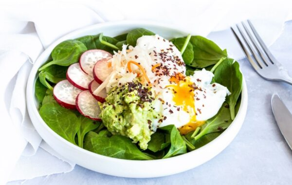 SMASHED AVOCADO WITH DULSE & FERMENTED VEGETABLES