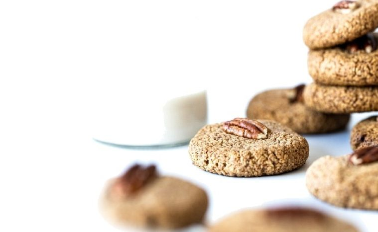 SPICED PECAN PROTEIN COOKIES